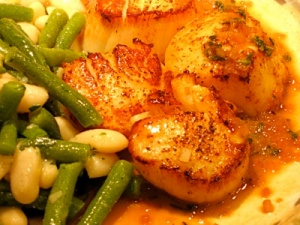 Scallops with Green and White Bean salad